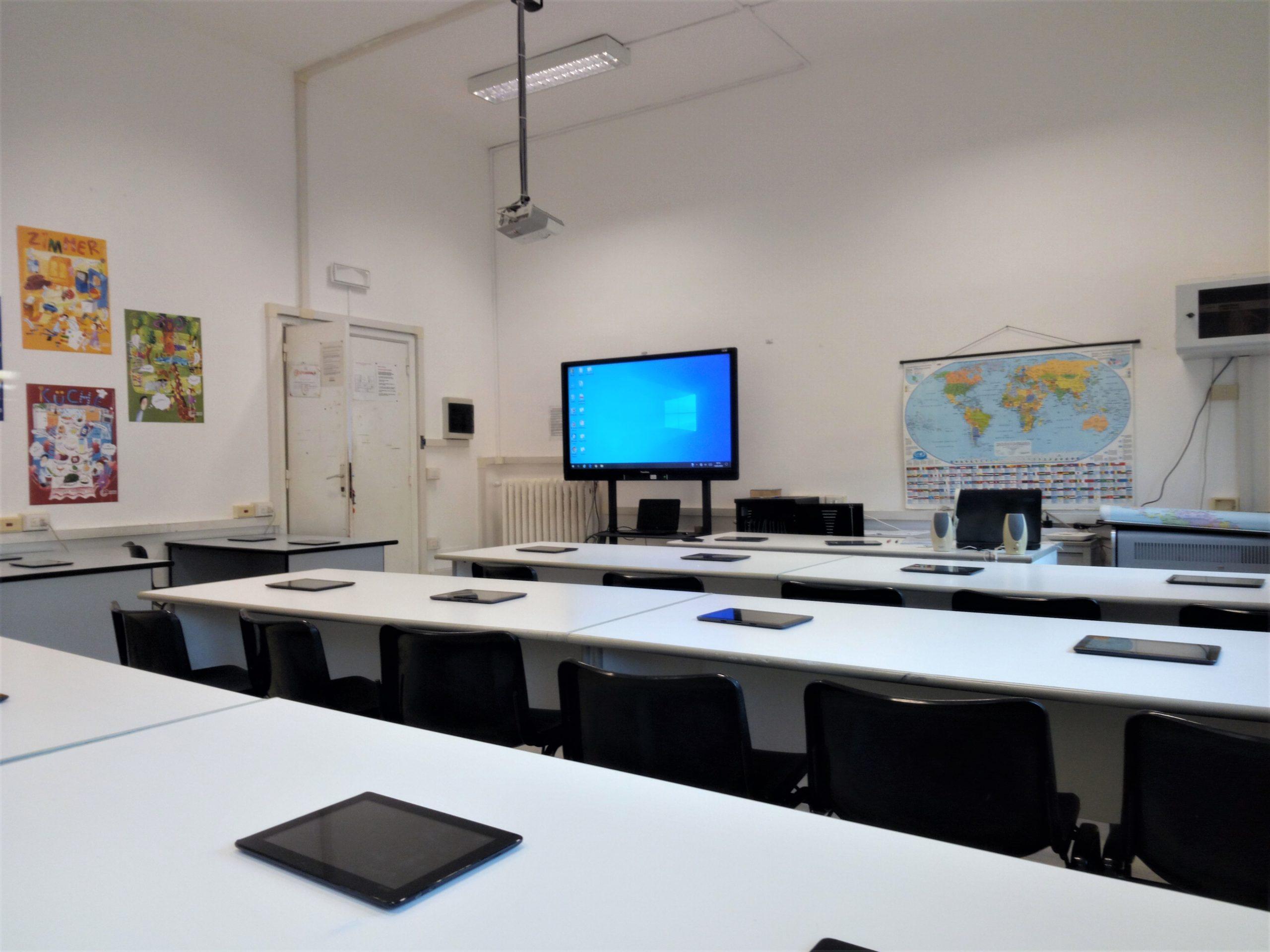 laboratorio linguistico ITE Carlo Cattaneo Cecina