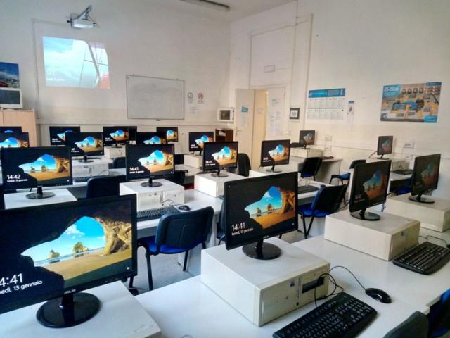 Laboratorio informatica ITE - ITA Carlo Cattaneo Cecina
